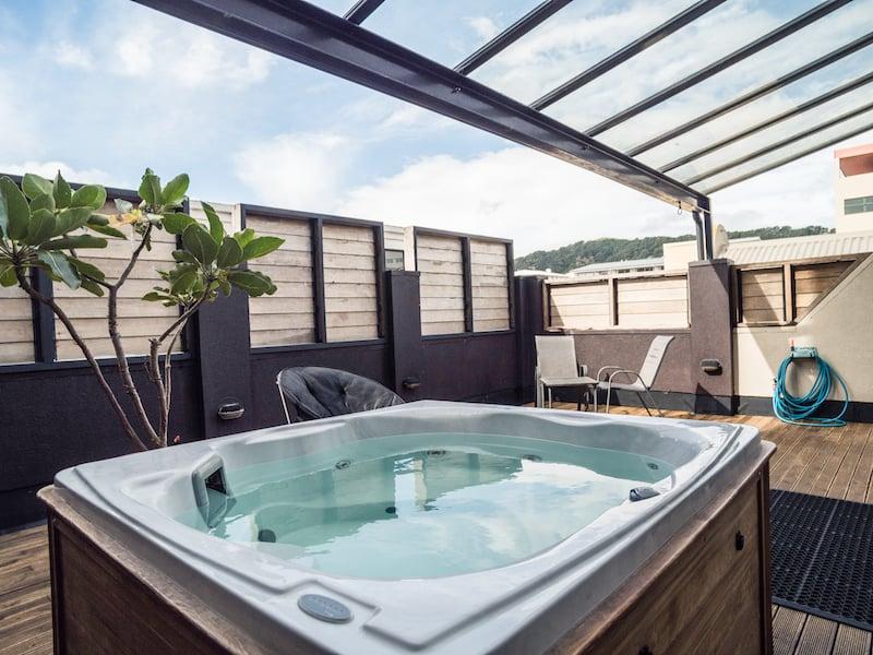 Bathtub, U Hotel Group - STAAH