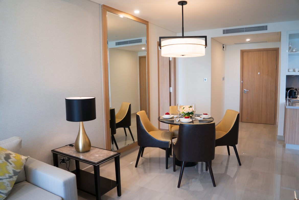 choosing serviced apartments over hotels